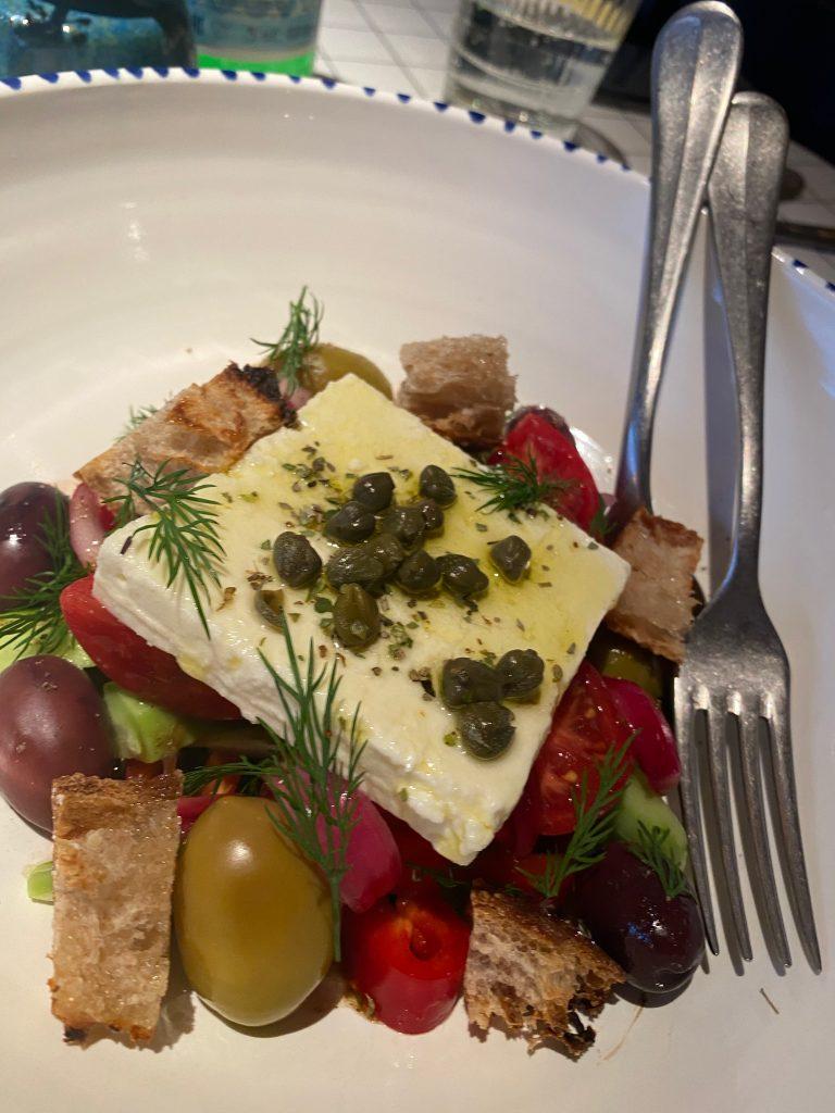 Eva: греческая еда встречает негреческую, и им хорошо.